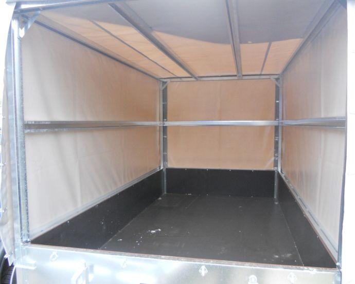Внутри тента-каркаса прицепа ССТ-7131-06