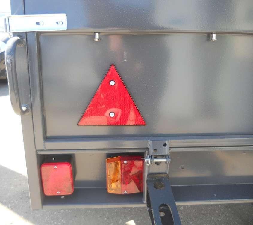 Прицеп САЗ-82994 : задние фонари прицепа